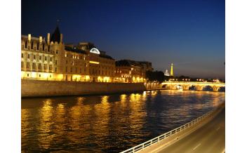 Capitaine Fracasse Dinner Cruise on the Seine (Amiral)