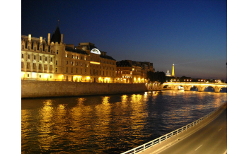 Bateaux Parisiens Dinner Cruise on the Seine (Service Elegance)