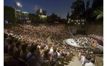 El Grec, Festival del Teatro, Barcellona, Nel mese di Luglio
