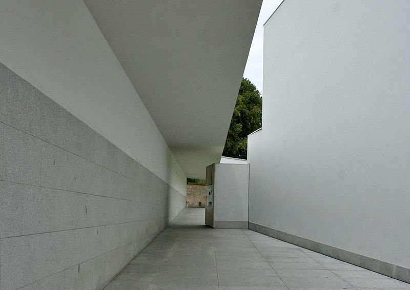 """Picture: """"Museu de Serralves 001"""" by Alegna13 - Own work. Licensed under CC BY-SA 3.0 via Commons - https://commons.wikimedia.org/wiki/File:Museu_de_Serralves_001.jpg#/media/File:Museu_de_Serralves_001.jpg"""