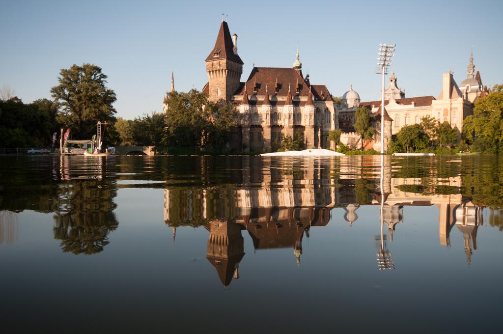 Castello vajdahunyad budapest tutto l 39 anno for Giardini fioriti tutto l anno