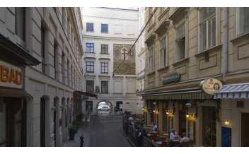 Heiligenkreuzerhof Market, Vienna