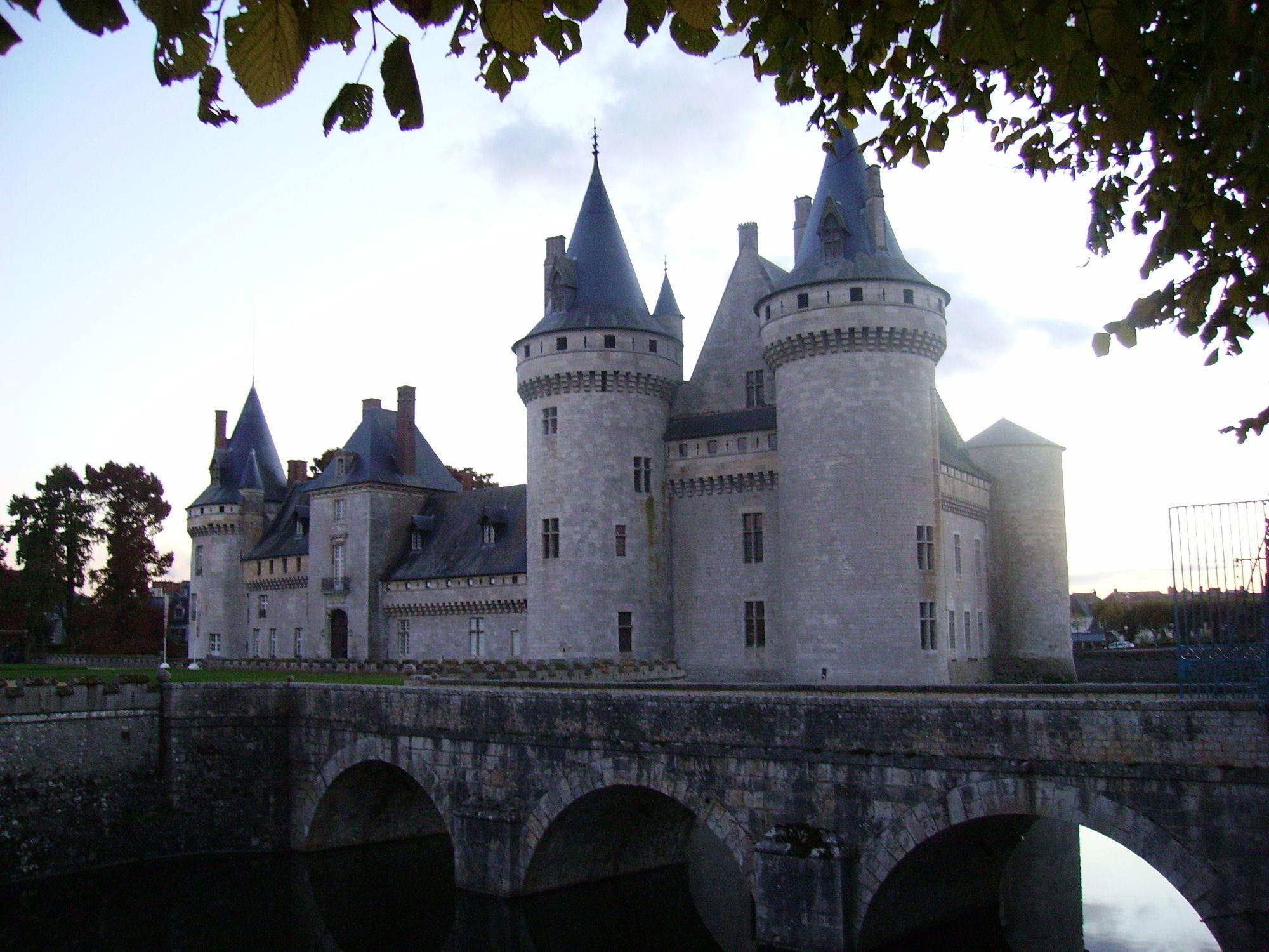 Sully Castle, Chemin de la Salle Verte, Sully-sur-Loire, France