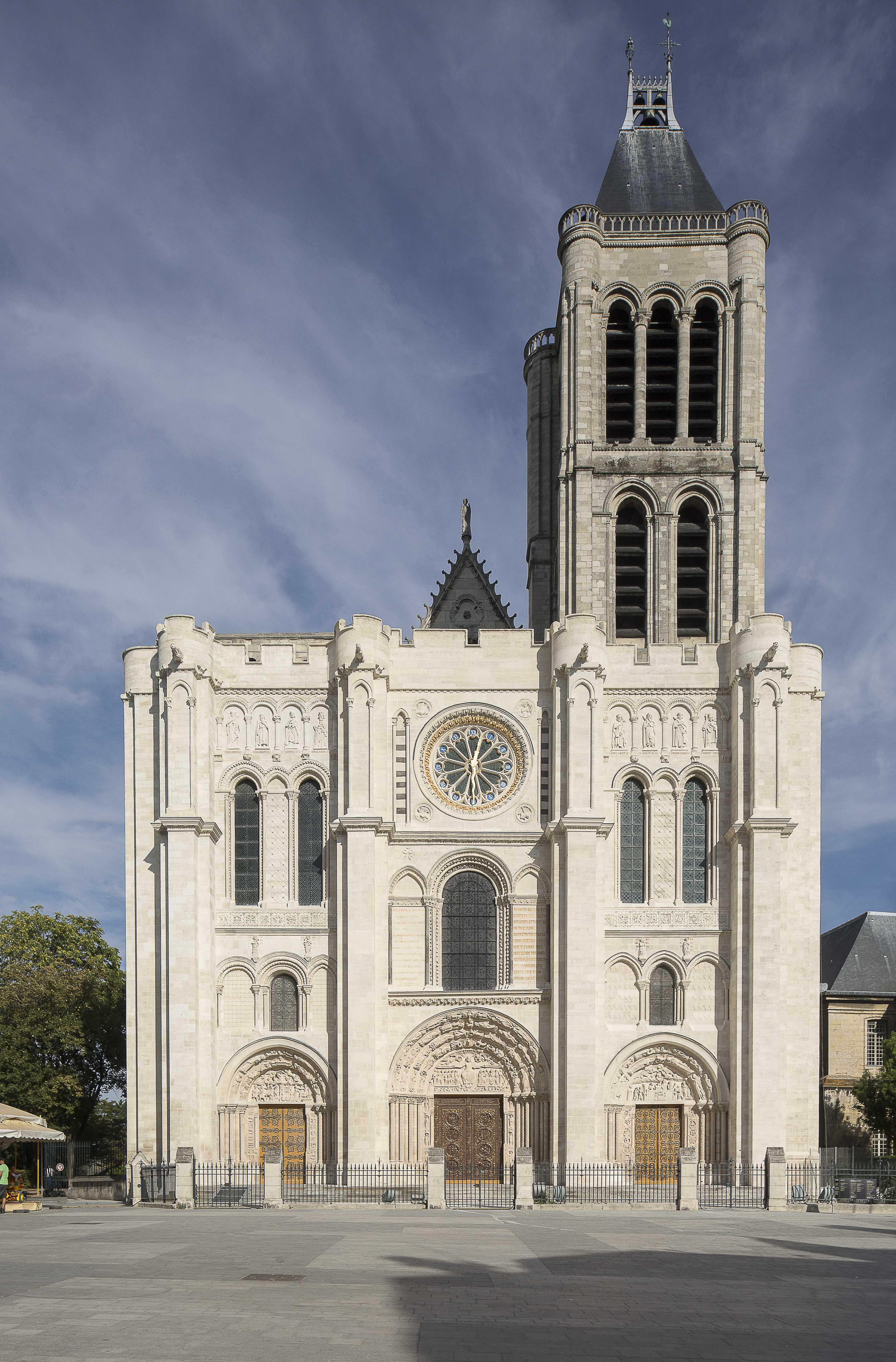 Basilique de St-Denis facade restauré@P.Lemaitre CMN Paris