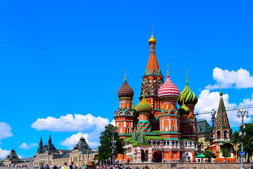 https://pixabay.com/photos/moscow-st-basile-red-square-church-2742642/