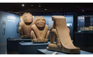Vue de l'exposition sur les Olmèques et les cultures du golfe du Mexique au musée du Quai Branly, Paris (du 9 octobre 2020 au 25 juillet 2021) (© musée du quai Branly - Jacques Chirac, photo Léo Delafontaine)